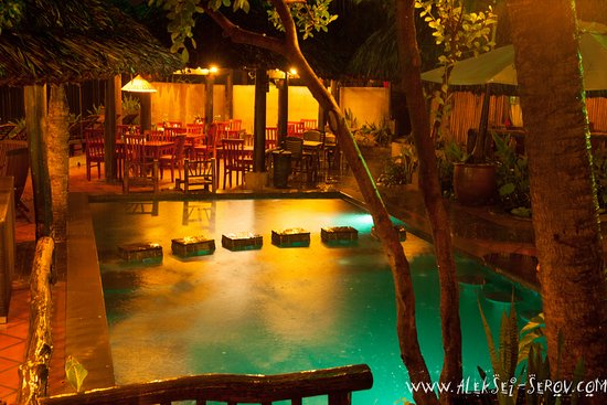 Joe's Cafe and Garden Resort: swimming pool