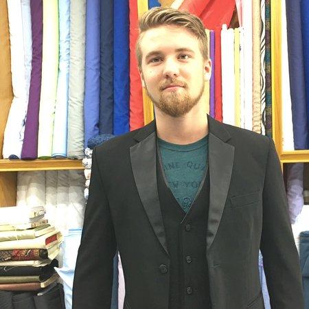 บ่อผุด, ไทย: Tuxedo