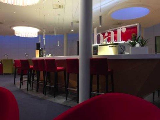 Gardermoen, Noruega: The bar.