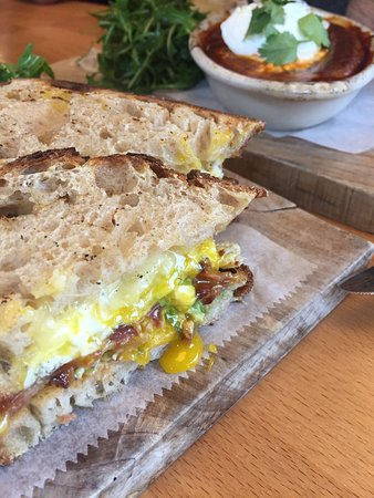 San Anselmo, Kaliforniya: Bacon & egg sandwich & shakshuka in the background *delicious*