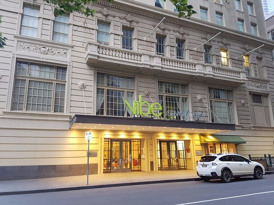 Vibe Savoy Hotel Melbourne: Entrance