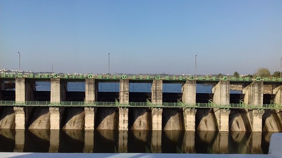 Bhopal, India: view of dam