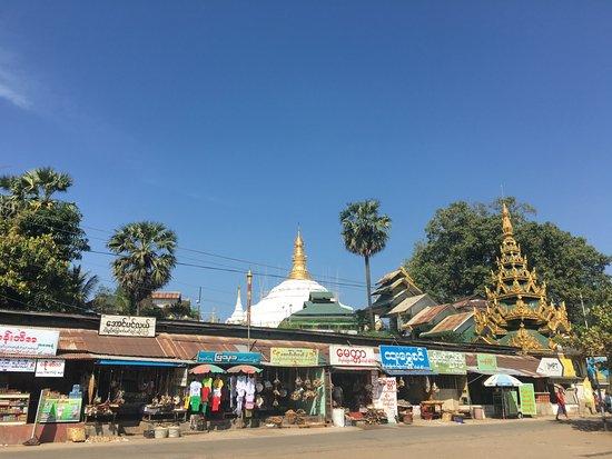 Kyauktan: Carpark area with shops and markets