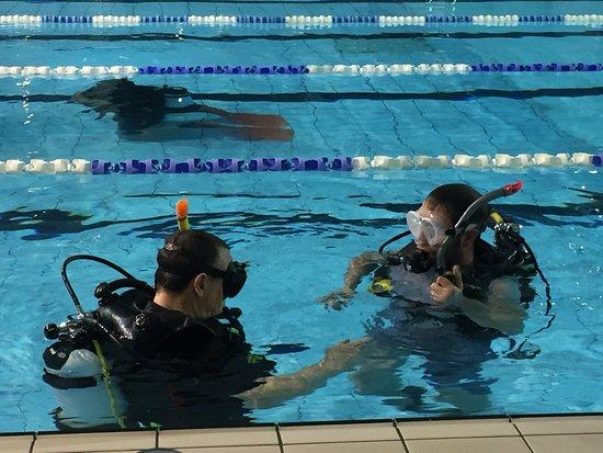 Bespoke Scuba Diving: Teaching in the pool