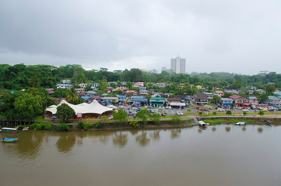 Riverside Food & Drink Hawker Stalls: Opposite side of the river