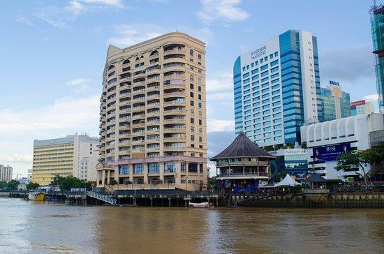 Riverside Food & Drink Hawker Stalls: Riverside bank suites