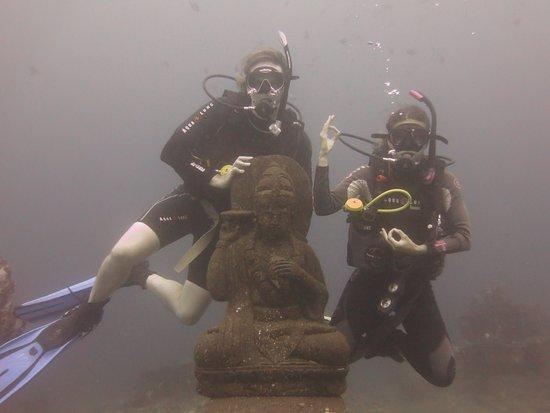 Tulamben, Indonesia: Underwater buddha statue garden