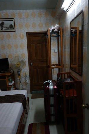 Beautyland Hotel II : 扇風機もあります