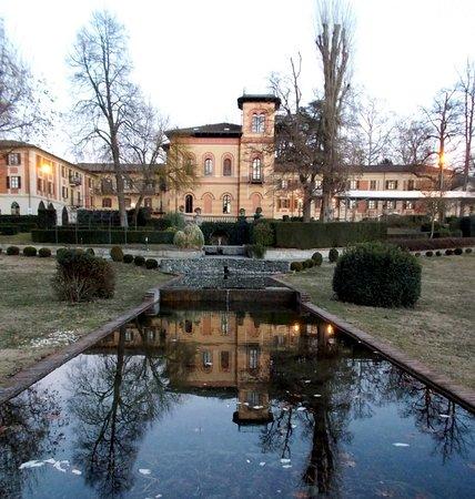 Melazzo, Italy: il retro della struttura visto dal giardino
