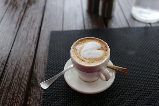 Collingwood, New Zealand: Flat White。コーヒーの味がビターでおいしい。Aucklandで飲んだ味よりも、Zatoriのほうがおいしい!