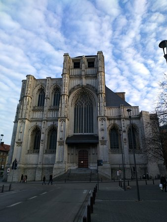 Lovaina, Bélgica: la facciata incompiuta