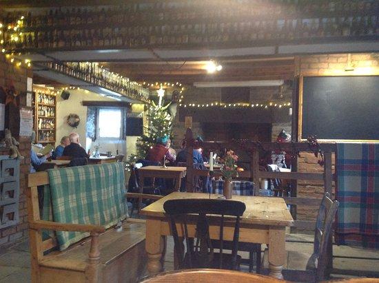 Cenarth, UK: The bar at Christmas