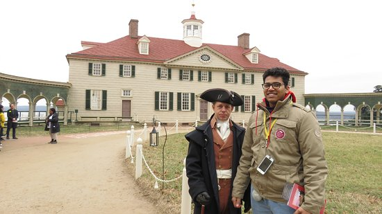 Sai with one of the Mount Vernon Historical Reinactors