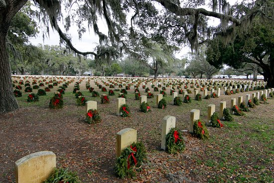 Beaufort, SC: Wreaths at National Cemetery in January