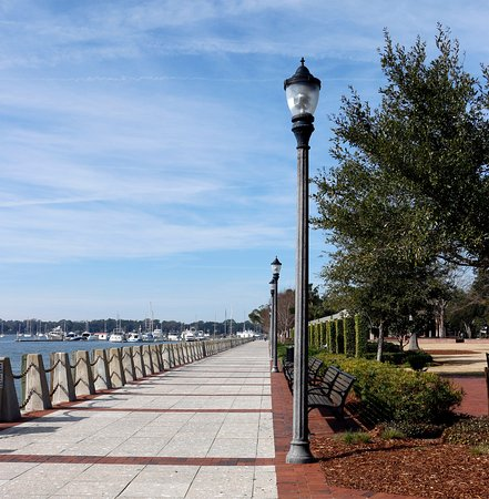 Henry C. Chambers Waterfront Park: View of waterfront and swinging benches