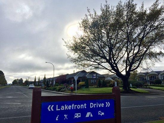 Lakefront Lodge-billede