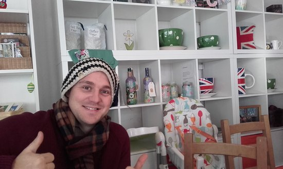 Dulverton, UK: next to the corner where local crafts are on sale!