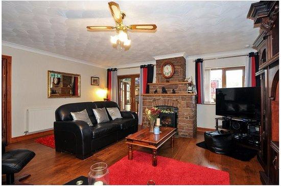 Sennybridge, UK: Private living room for guest ..