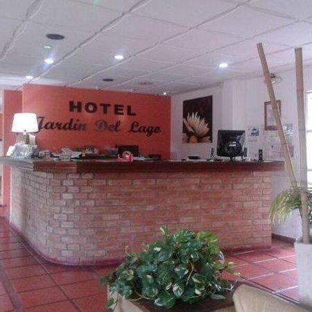 Hotel jardin del lago villa carlos paz provincia de for Hotel villa del lago