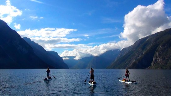 Gudvangen, Noruega: Where three fjords meet. Paddling perfection with SUP Norway.