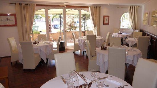 La Table Du Port : Vue intérieure restaurant