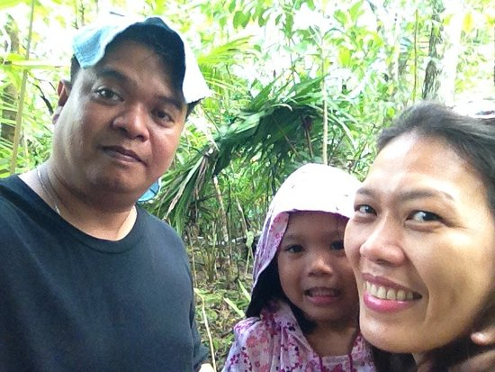 Corella, Filipiny: behind us is the tarsier