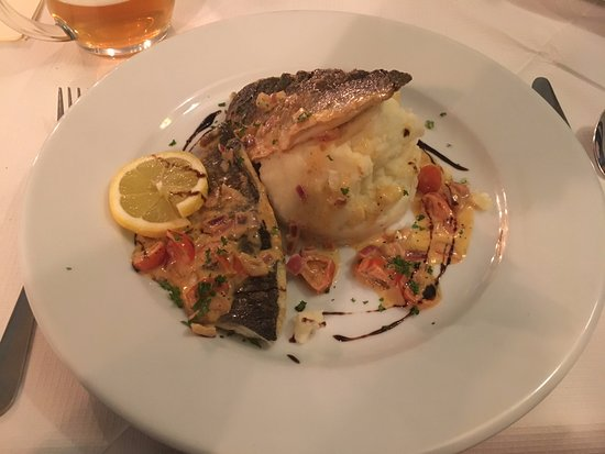 The Twyford Inn: Sea bass and mashed potato