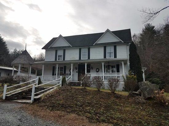 Valle Crucis, Karolina Północna: Love the farmhouse exterior!