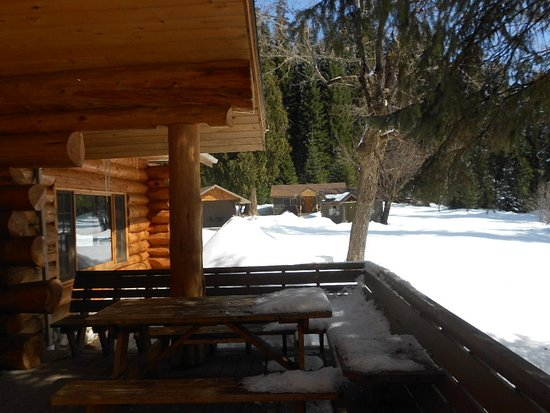 Lolo, MT: Lochsa Lodge porch & cabins