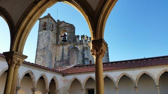 Tomar, Portugal: Uno dei chiostri