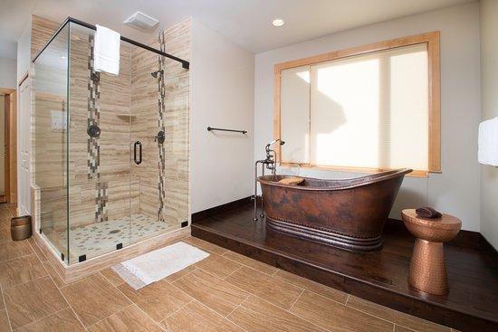 Victor, ID: Coeur D'Alene Spa Bath