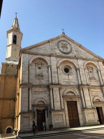 Пиенца, Италия: 피엔자 두오모의 외관