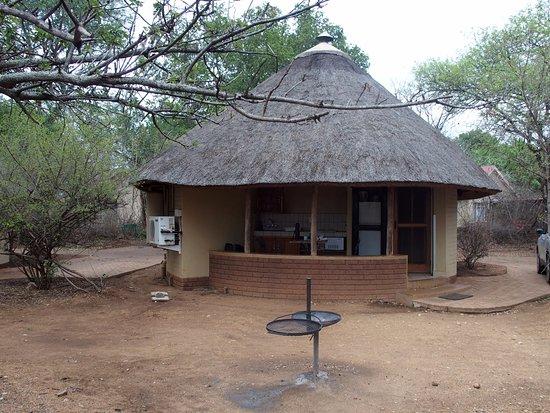 Satara Rest Camp: Rondavel Satara
