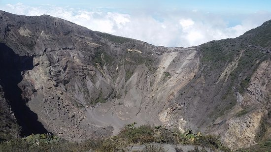 Provincia de Cartago, Costa Rica: Main crater from lower mirador