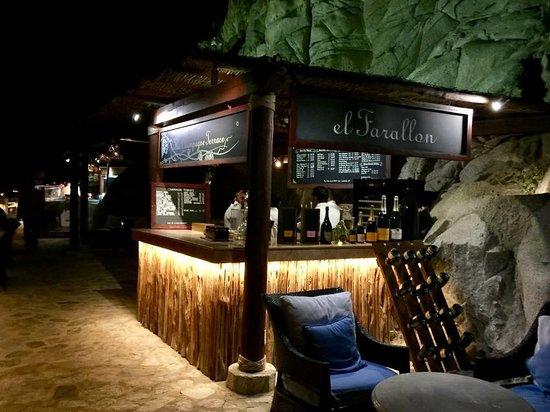 El Farallon: They have a champagne bar