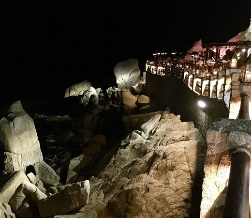 El Farallon: Dine on the side of a cliff