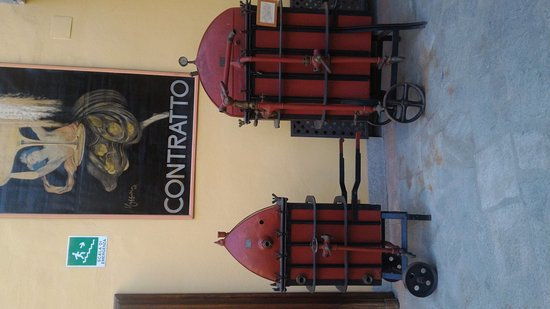 Canelli, Italia: Cantina Contratto