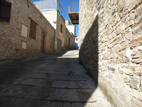 Pano Lefkara, Cyprus: 坂道ばかり