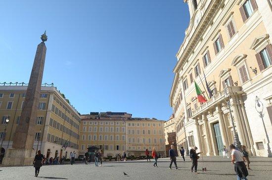 Il palazzo visto dalla piazza foto di palazzo di for Sede camera dei deputati roma