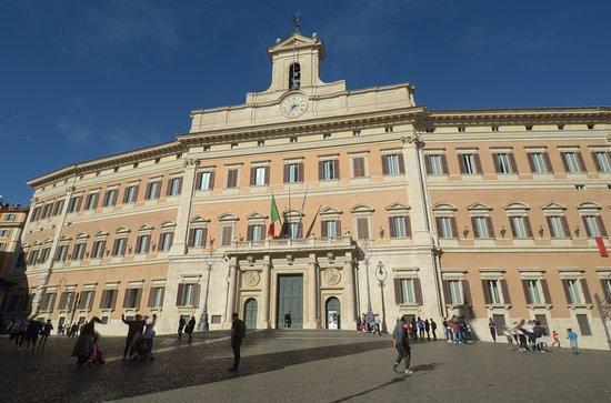 Il palazzo visto dalla piazza picture of palazzo di for Camera dei deputati palazzo montecitorio