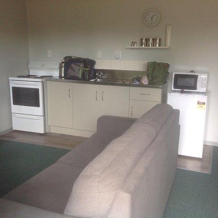 Rotorua Hideaway Lodge: Kitchen/dining area