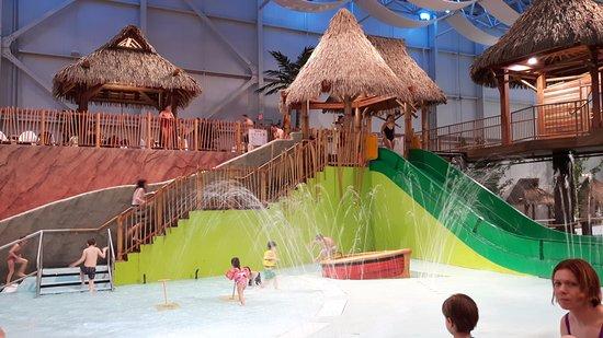 Riviere ou il fait froid picture of bora parc for Hotel parc aquatique interieur quebec