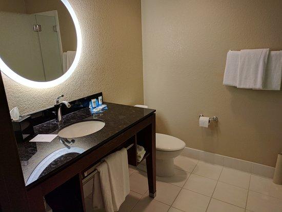 HYATT House San Jose/Silicon Valley: Pretty spacious bathroom