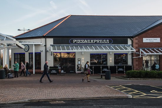 Gretna, UK: Pizza Express - Plenty of space around the site
