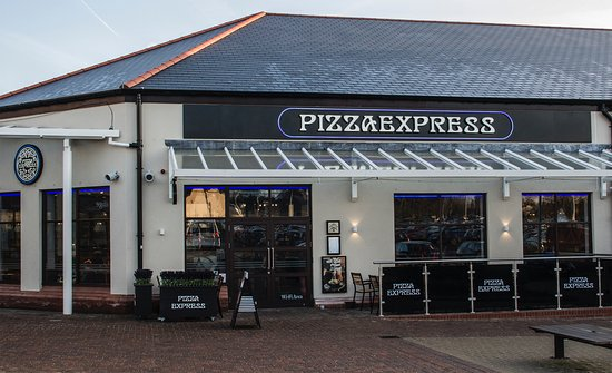 Gretna, UK: Pizza Express - An outdoor area for when the temperature is more suitable