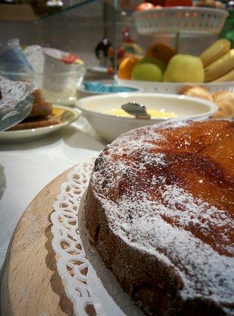Oderzo, Italia: Torta soffice con gelatina di albicocche fatta da noi