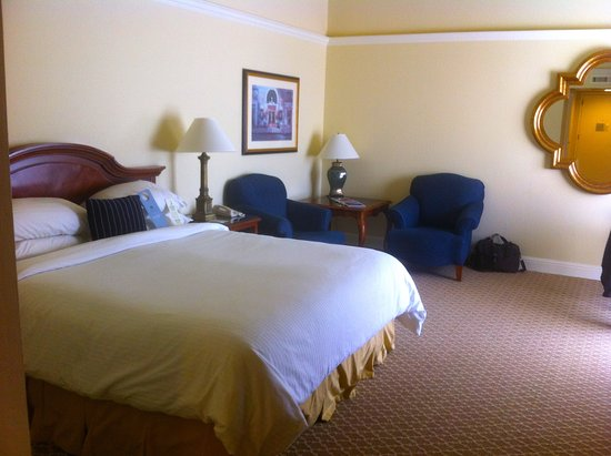 Lafayette Park Hotel & Spa: King room - very roomy