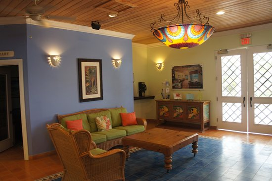 Cape Santa Maria Beach Resort & Villas: Reception area - love the light fixtures!