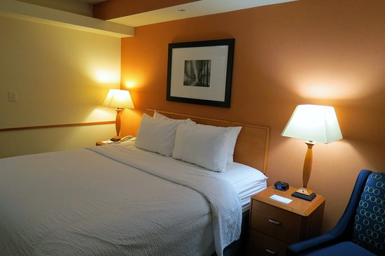 Fairfield Inn & Suites Marion: comfortable king bed