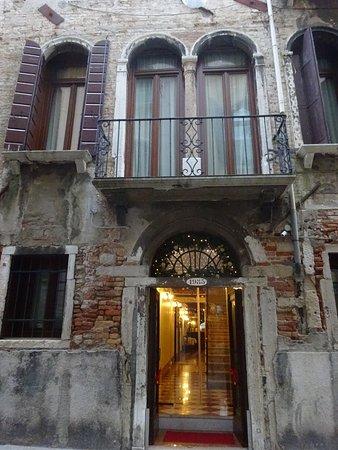 هوتل ألبونتيه موشينيجو: Main Entrance to Hotel